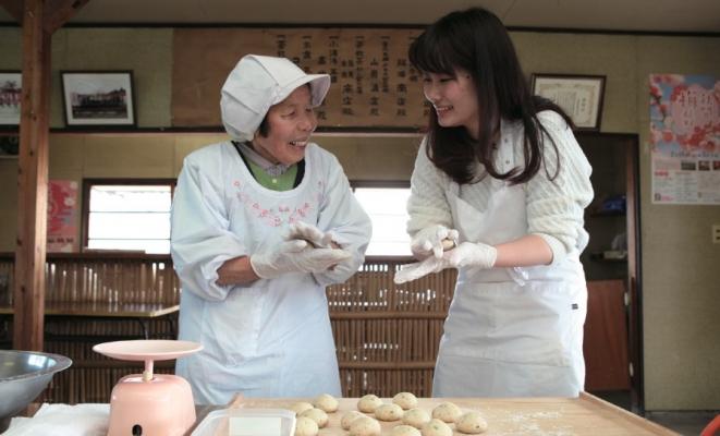 梅林農家さんに習う郷土料理「梅やきもち」作り