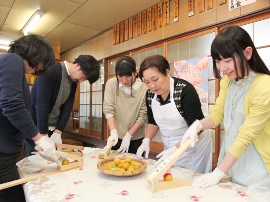 秋間の梅もぎ&梅ジュース作り体験(昼食付き)