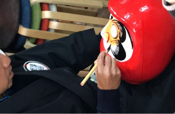 オリジナルだるまを制作 高崎だるまの絵付け体験